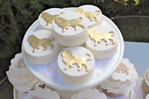 12 Modern Gold Lion Toppers