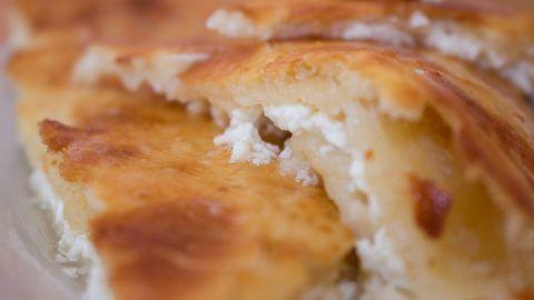 Tenatini Ketiladze, šéfkuchařka pocházející z Gruzie, přinesla do karlínské Polévkárny spoustu domácích receptů. S námi se podělila o gruzínské Chačapuri...