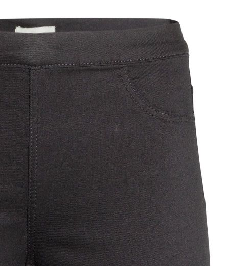 Black. Treggings in superstretch twill. Elasticized waistband, mock front pockets, and regular back pockets. Petite size proportioned for women around 5'3