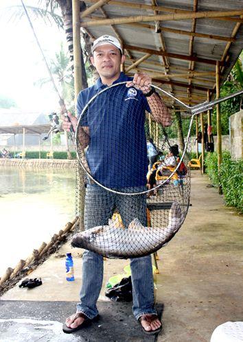 Resep Umpan Essen Ikan Patin Kolam Harian Terbaru dengan menambahkan essen oplosan dari Aquatic Essen yang sudah terbukti hasilnya sangat memuaskan.