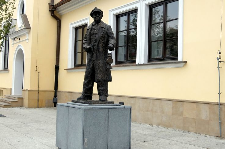 R.Miller would be proud of this statue of the railwayman