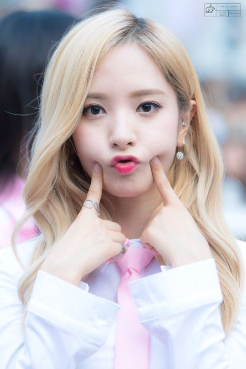 WJSN - Bona #보나 (Kim Jiyeon #김지연) at Shincheon Guerilla concert 160910