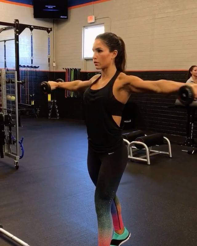 """9,660 Likes, 193 Comments - Alexia Clark (@alexia_clark) on Instagram: """"Hitting Upper Body At Every Angle!  1. Hand position switch row : 15 reps  2. Alternating barbell…"""""""