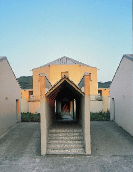 Aldo Rossi, Scuola media Broni, 1979-1981. Fotografia Barbara Burg / Oliver Schuh. © Palladium Photodesign Studio