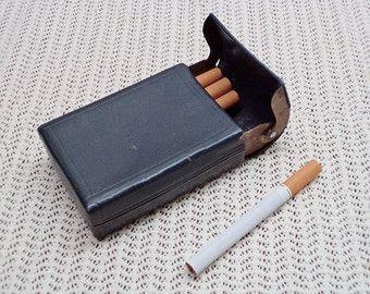 Cuero Vintage caja de cigarrillo, Tobacciana, cuero azul caja titular, pitillera de cuero viejo, regalo para él, regalos para fumadores