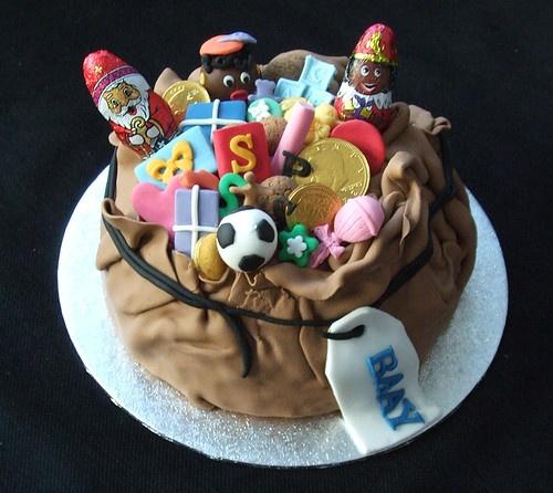 Ga de keuken in en maak een heerlijke rijkelijk versierde Sinterklaas taart.