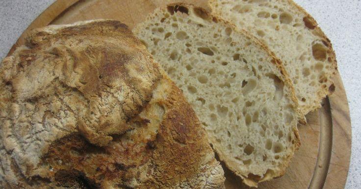 Så fik jeg endelig bagt Verdens Bedste Brød . Jeg har set det i mange varianter rundt omkring i blogland - både bagt i støbejernsgryde (4 L)...