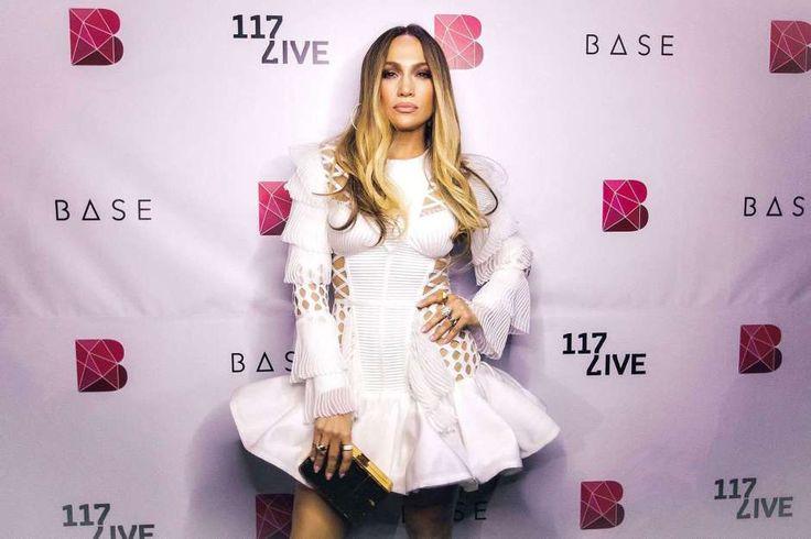 La atrevida minifalda que traicionó a Jennifer Lopez y dejó ver sus encantos - Noticias Chihuahua (Comunicado de prensa)