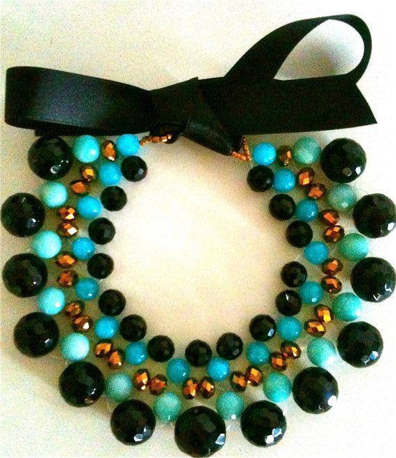 collana Turquoise|Black,  decolletè tessuto a mano, con cristalli e pietre naturali