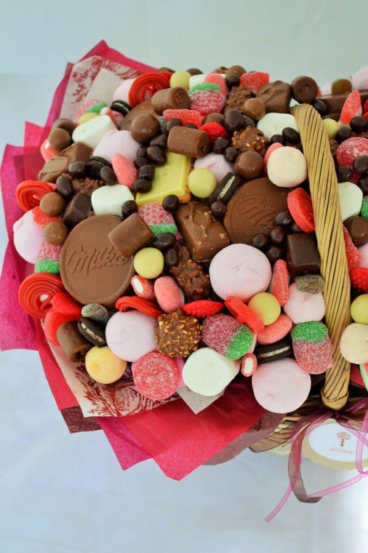 LOS DETALLES DE BEA: Una gran cesta de flores de chocolate y chuches... Sois los mejores padres del mundo!!