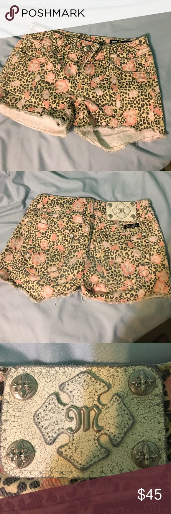Size 25 Miss Me flower cheetah shorts Size 25 Miss Me shorts. Cute pattern for summer! Miss Me Shorts Jean Shorts
