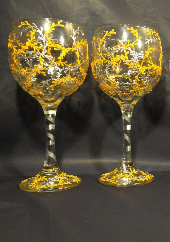 Conjunto de 2 Amarillo y plata copas de vino pintadas