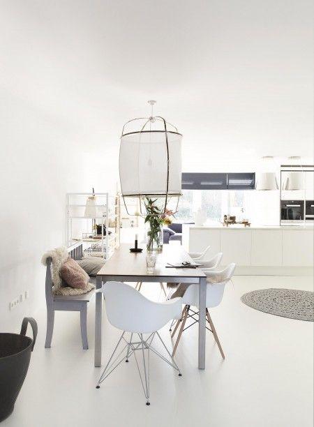 Eetkamer inspiratie | Verschillende stoelen zorgen voor een speels geheel | Eettafel