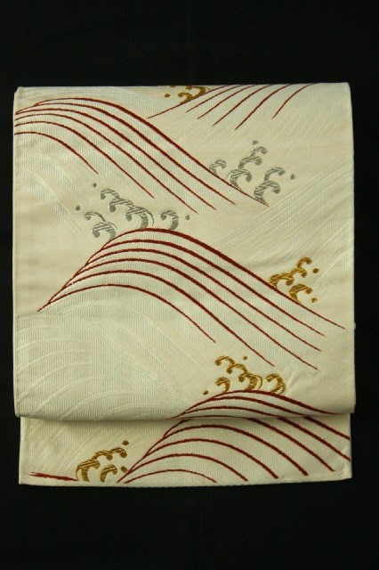 White Fukuro Obi (Rokutsu), Gold and Silver Rouge Pattern / 白地 金銀臙脂の波文柄 六通袋帯 #Kimono #Japan http://www.rakuten.co.jp/aiyama/