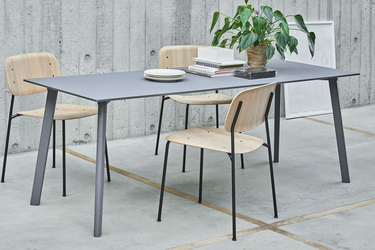 CPH Deux table and Soft Edge chair.