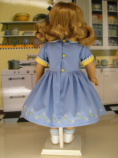note the button loops and the hand embroidered flowers along the hem...TDF!Beautiful Dresses, Dolls Dresses, Embroidered Flower