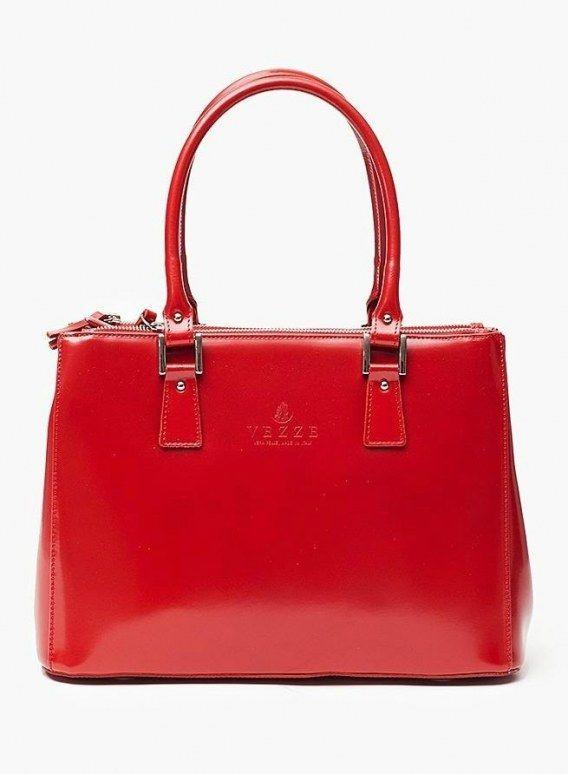 VEZZE TOREBKA SKÓRZANA CZERWONY Oryginalna torba damska włoskiej produkcji (Vera Pelle) wykonana ze skóry naturalnej najwyższej jakości. Skóra gładka, gruba i sztywna połyskiem. Torba nie odkształca się i nie zagina, dzięki czemu przez cały czas ma niezmi