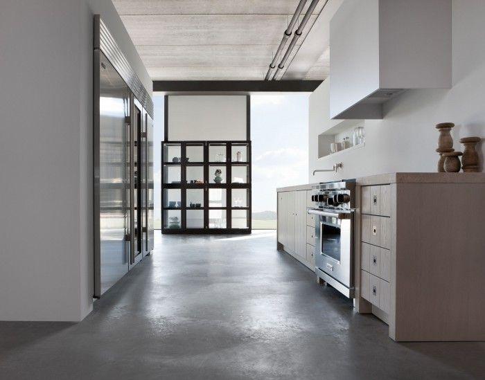 Original keuken door Piet Boon. Piet Boon keuken Original voor Warendorf is een tijdloze keuken die over twintig jaar nog steeds bij de tijd zal zijn. Het ontwerp van deze keuken is een van de meest gekopieerde ter wereld. De eiken fineer geborstelde fronten en het gebruik van natuurlijke kleuren typeren deze keuken. Warendorf