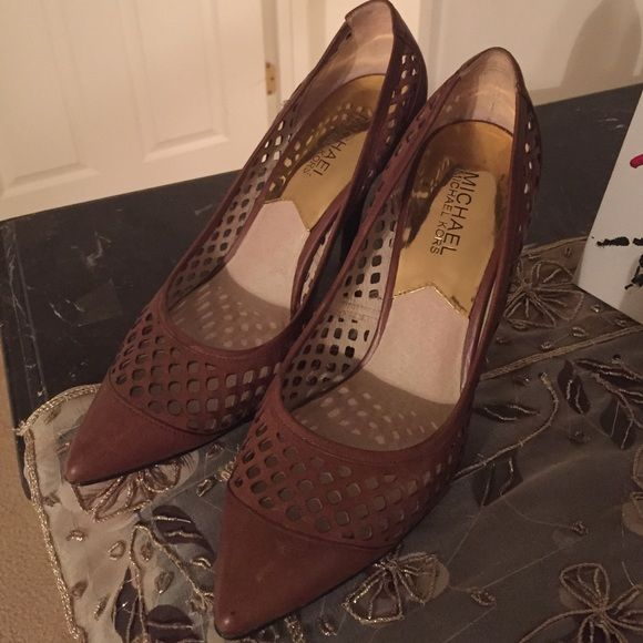 Michael korse They are leather and in good condition Michael Kors Shoes