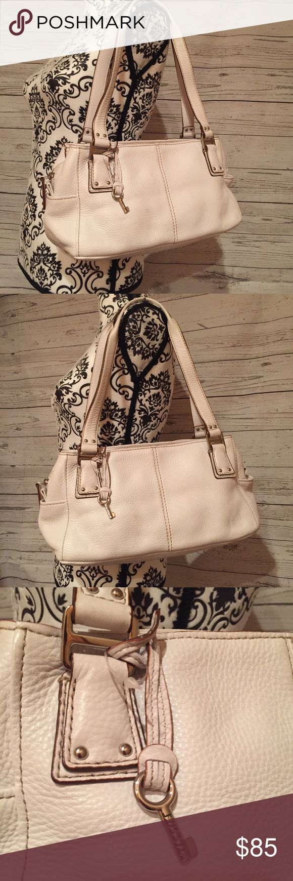 NWOT Fossil Purse $4.99 shipping Genuine Leather - Authentic Fossil  NWOT you can see the plastic tag holder is still attached but the price tag removed  3 compartments. Two sides snap closed. Middle zips closed.  No imperfections Fossil Bags