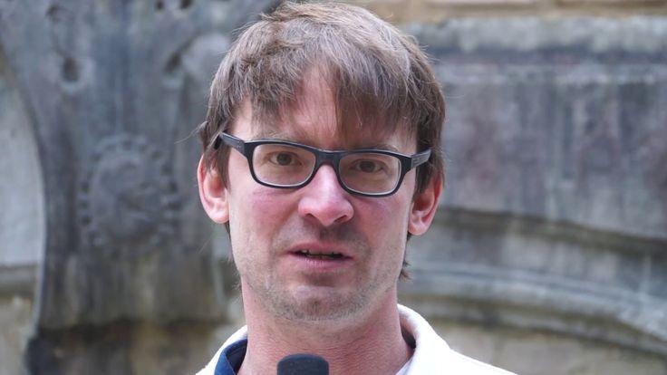 """""""Wir sind die RWTH!"""" – Joost Meyer  Der 40-Jährige ist wissenschaftlicher Mitarbeiter am RWTH-Lehrstuhl für Plastik und arbeitet in seiner Freizeit als bildender Künstler. Einige seiner Skulpturen sind noch bis zum 30.12.2016 unter dem Titel """"irgendwas mit Fischen"""" im Raum für Kunst in der Aachener Elisengalerie zu sehen.  In der Reihe """"Wir sind die RWTH!"""" stellen wir Persönlichkeiten aus dem Hochschulumfeld vor. Das können Studierende, Forschende und Post-Docs sein, aber auch…"""