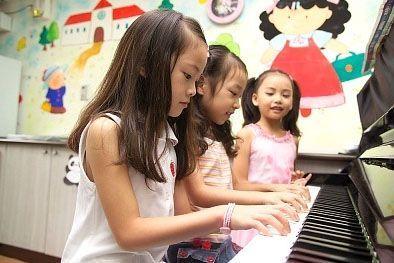 Anda adalah seorang yang ahli di bidang musik? Ingin menekuni bidang Anda dengan menjadi guru musik? Anda dapat mencoba salah satu kesempatan bisnis yang sekaligus meningkatkan kemampuan Anda. Bisnis Sekolah Musik dapat menjadi alternatif usaha yang menjanjikan saat ini.