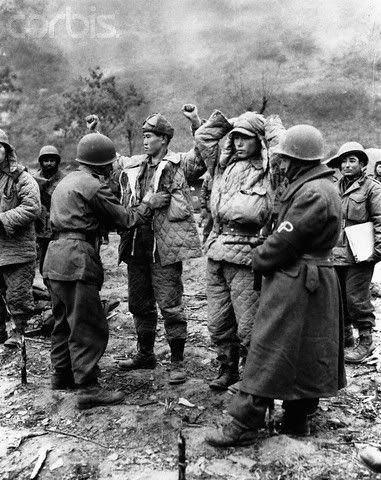 Turkish troops capture Chinese soldiers during Korean War