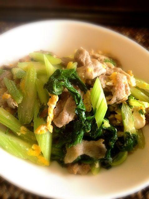 お一人様のお昼ご飯なので超ズボラゴハン♬  学生の頃、中国人の友だちに教えてもらった料理です♬ - 35件のもぐもぐ - セロリと豚肉の中華炒め by magnolia0403