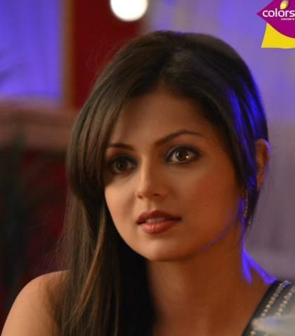 Drashti Dhami aka Madhubala currently rules the queen status of Colors!