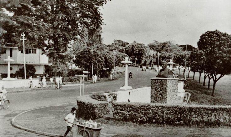BANDUNG HERITAGE. pertigaan Taman sari - Wastukancana.