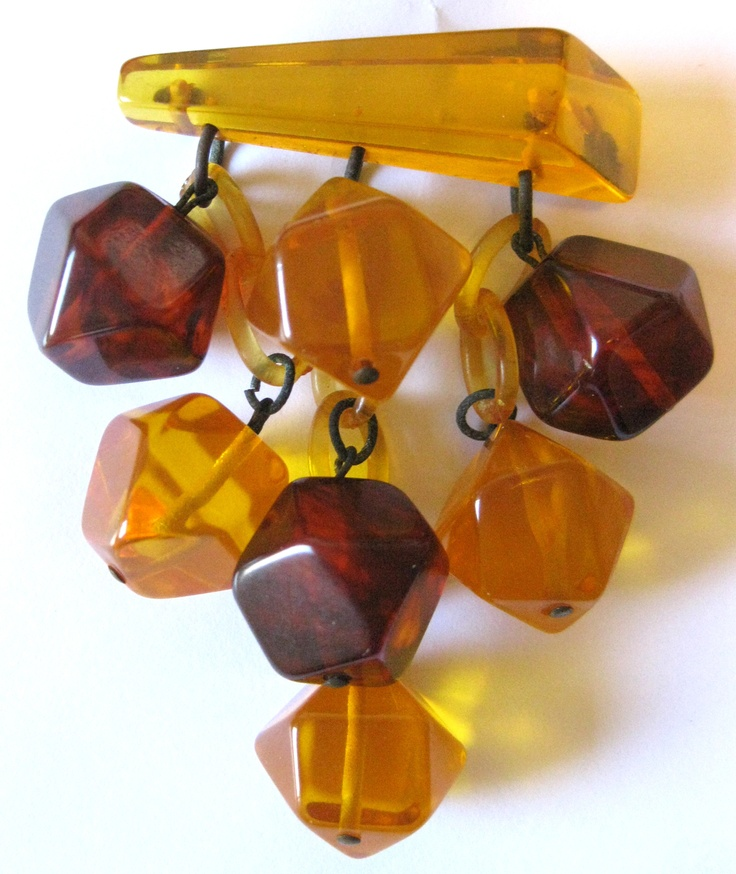 1000+ images about Bakelite on Pinterest | Brooches, Brooch pin and ...