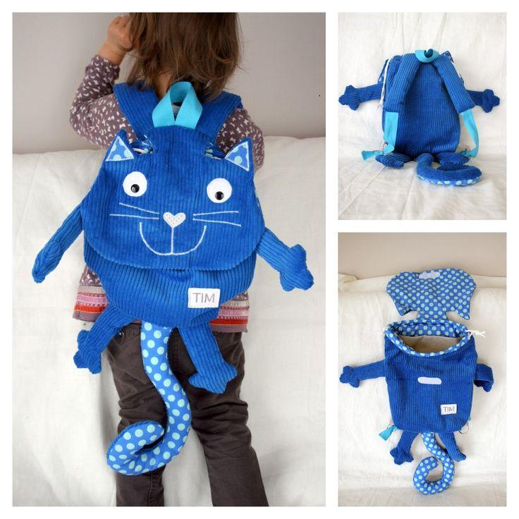 Un petit sac à dos chat bleu a vu le jour ces derniers temps dans mon atelier. Le petit Tim aura déjà son sac prêt pour sa première rentrée ;-) Velours é