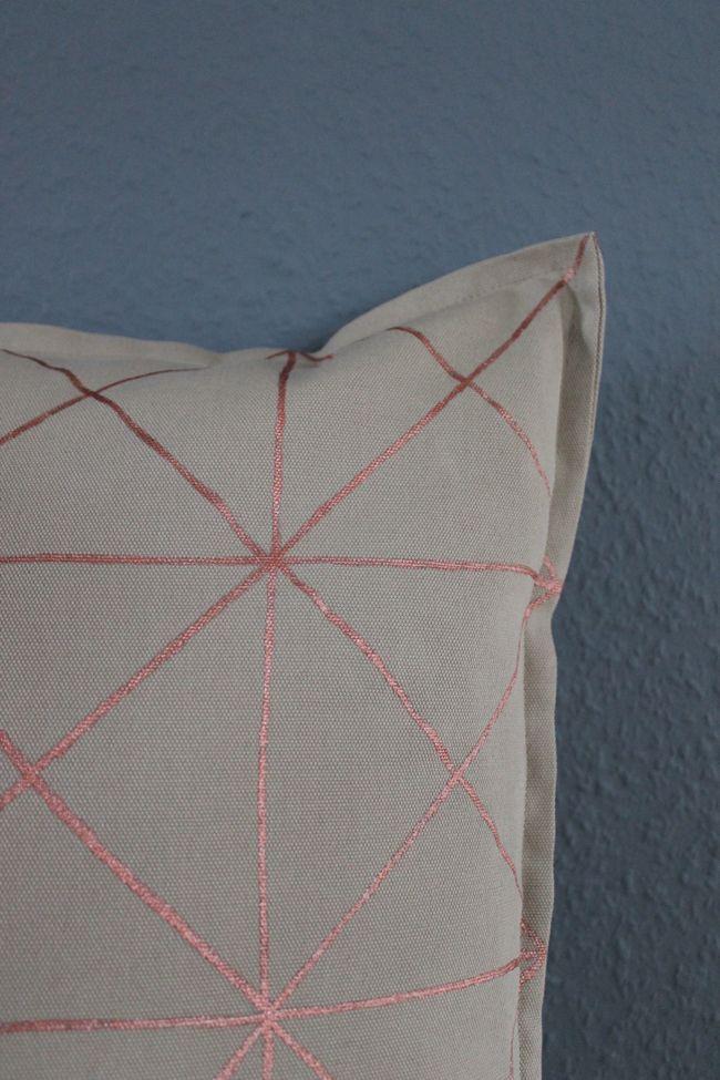 Kissen DIY, Geometrisches Muster für Kissen mit Kupferfarbe