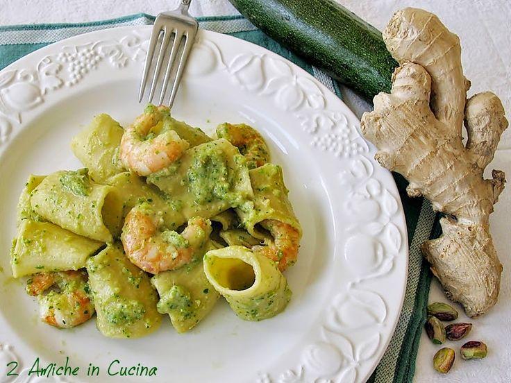 maccheroni al limone con pesto di zucchine e pistacchi allo zenzero e code di mazzancolle