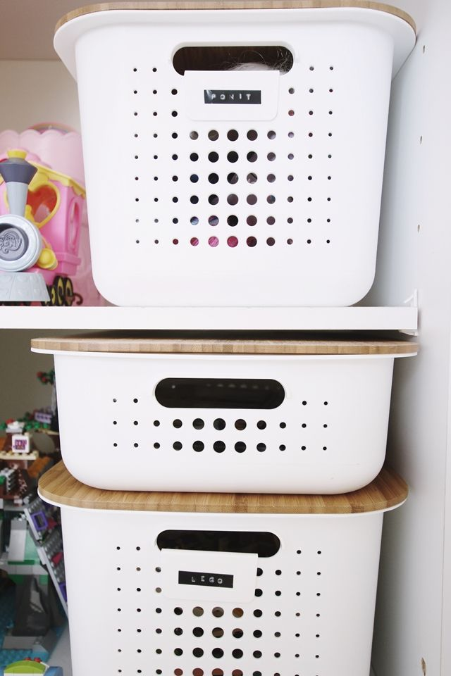 White SmartStore™ Baskets keep things organized and toys are easy to find