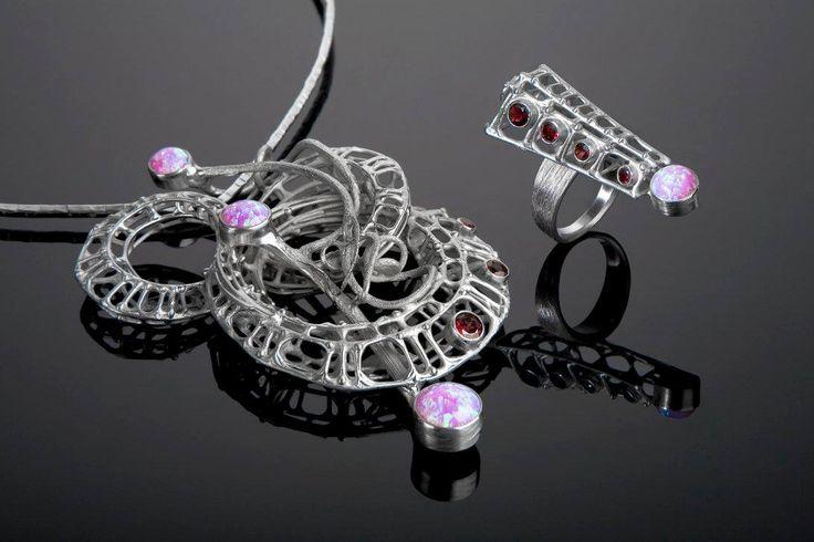 """náhrdelník z výstavy """"REGENERACE"""" Ag, opál, almandin 2015 http://www.tomasprochazka.cz/"""
