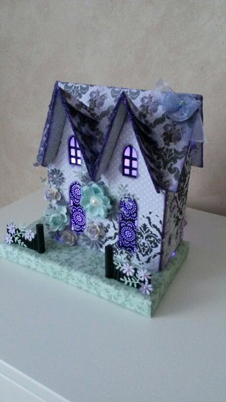 Melissa Frances Large twin peaks house Paperhouse