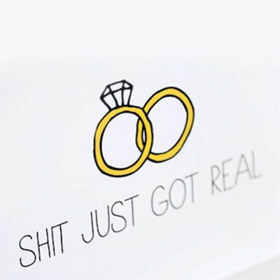 Net verloofd? Laat het iedereen weten met deze grappige huwelijksaankondiging! #huwelijk #verloving
