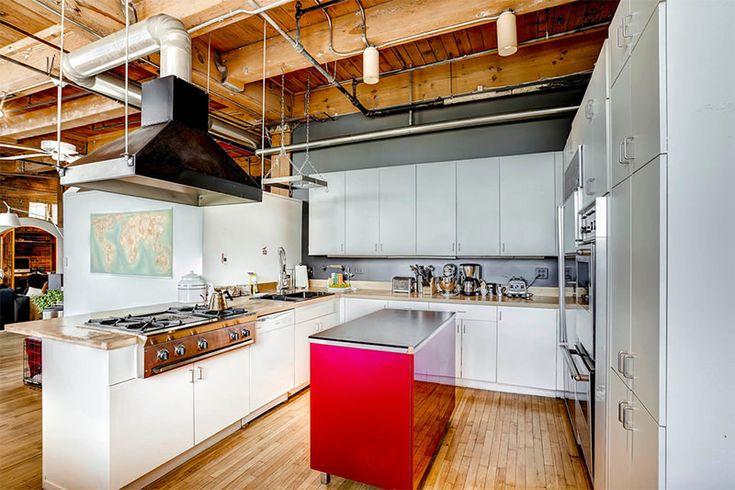 Sempre fomos muito fãs do estilo industrial. São ambientes super fortes e com muita personalidade, especialmente as cozinhas. O mobiliário da cozinha indus