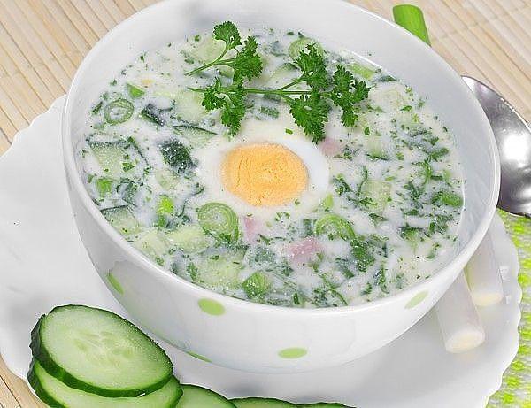В жаркое время года на смену горячим наваристым супам приходят легкие прохладные окрошки, свекольники и гаспачо. Холодные супы - лучшее средство от летней жары.  1. Окрошка на кефире и газированной…