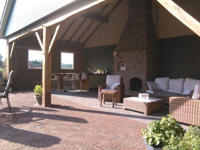 Veranda met buitenkeuken kookeiland pizza oven en loungeset veranda pinterest verandas - Geplaveid voor allee tuin ...
