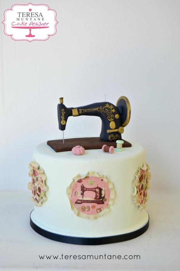 Hoy os comparto esta tarta con una máquina de coser Singer, espero que os guste! :) Facebook: https://www.facebook.com/teresamuntane Web: www.teresamuntane.com
