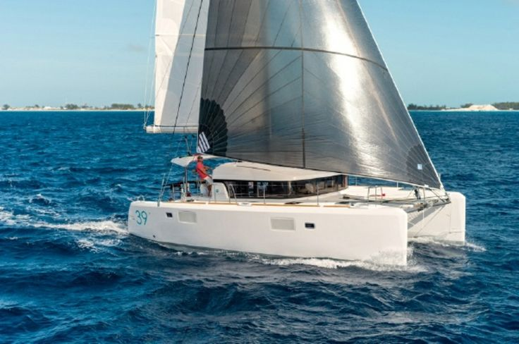 #Yachts Lagoon 39 - #SailBoat - From #Martinique. Navigation Area: #CaribbeanSea. Maximum Capacity: 10 persons. - Find out more at: http://www.barcheyacht.it/noleggio-barche/vela-lagoon-39-martinique_451/