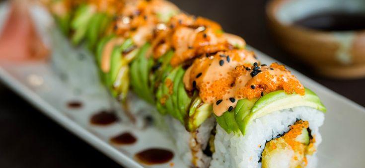 In deze heerlijk rustige video van Just One Cookbook zie je hoe je zelf een goddelijke dragon roll maakt! Lekker crunchy door de tempura van garnalen en lekker zacht door de avocado bovenop. Yum! Benieuwd naar het volledige uitgeschreven recept? Kijk dan hier. Tip: kijk bij de visboer of op de markt voor de tobiko. …
