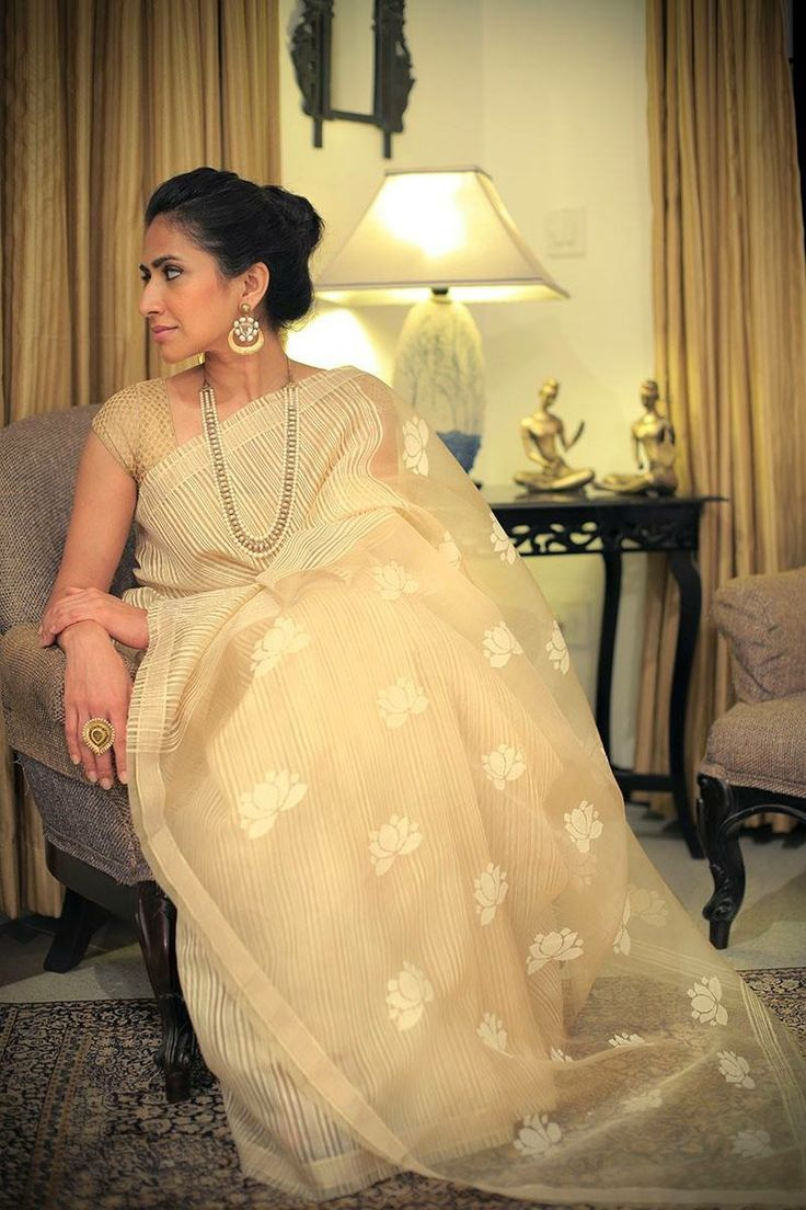 Ivory organza saree wid boat neck blouse looks classy More