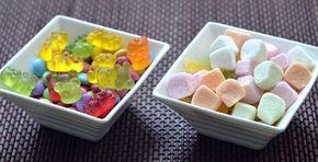 Как сделать натуральные Мишки Гамми, которые на вкус как настоящий сок   Источник: http://www.adme.ru/zhizn-kuhnya/kak-sdelat-naturalnye-mishki-gammi-kotorye-na-vkus-kak-nastoyaschij-sok-1308315/ © AdMe.ru