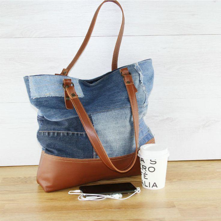 Jeans tas, deze spijkertas is gemaakt van oude spijkerbroeken en leer wat afkomstig is van een afgedankte leren stoel.