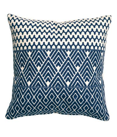 Nat. white/Dk. blue. Cushion cover in thick, woven cotton fabric with a printed pattern at front and solid color at back. Concealed zip.