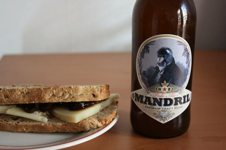 Manchego cheese with pickle and a Spanish pale ale ( the excellent Mandril beer) ...ideal combination