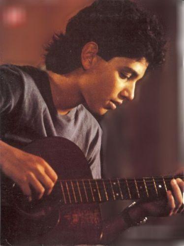 Ralph Macchio plays guitar?!?!